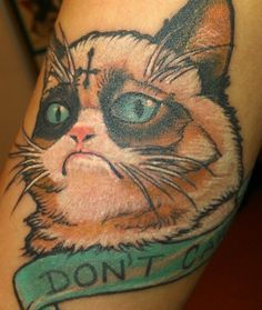 Tattoo by Juan Andraus @ Urban Art Tattoo in Mesa, Arizona. Funny Tattoos, Cartoon Tattoos, Weird Tattoos, Cool Tattoos, Tatoos, Grump Cat, Grumpy Kitty, Whatever Forever, Tattoo Shows