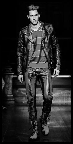 Men's Leather Jackets: How To Choose The One For You. A leather coat is a must for each guy's closet and is likewise an excellent method to express his individual design. Leather jackets never head out of styl 1950s Jacket Mens, Cargo Jacket Mens, Mens Leather Pants, Tight Leather Pants, Grey Bomber Jacket, Green Cargo Jacket, Men's Leather, Leather Jackets For Sale, Khaki Parka