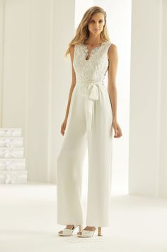 Bianco Evento manufactures beautiful wedding bridal dresses for women seeking the perfect blend of elegance and sophistication. Civil Wedding Dresses, Affordable Wedding Dresses, Wedding Suits, Bridal Dresses, Tomboy Wedding Dress, Wedding Jumpsuit, Tomboy Fashion, Fashion Outfits, Yes To The Dress