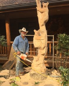 Jonathan carving White oak on site in Wisconsin. While 60 percent of Jonathan's work is performed in his studio in Wyoming, Jonathan flies or travels often to the location to do the work. Художественная Резьба По Дереву, Резьба По Дереву, Резьба По Дереву, Свадьба В Шатрах, Скульптура, Животные, Поделки, Скульптуры, Деревянные Духовые Музыкальные Инструменты