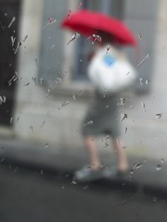 Avignon in Photos: Red umbrella #blurred #photography