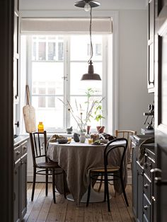 Kitchen Design And Decor Checklist Funny reorganized modern kitchen remodeling and decor must haves 50 Spots Open Home Interior, Kitchen Interior, Kitchen Decor, Kitchen Design, Interior Design, Interior Livingroom, Kitchen Ideas, Sweet Home, Cuisines Design