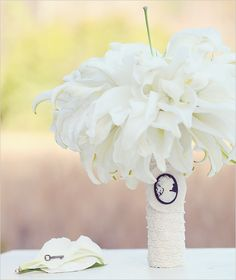 DIY Wedding bouquet http://www.weddingchicks.com/2011/03/29/diyweddingbouquet-2/ #weddingbouquet