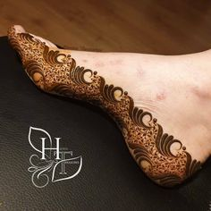 nuovo piede mehndi progetta 2020 - New & Latest Foot Mehndi Designs 2020 - Henna Italia Modern Henna Designs, Rose Mehndi Designs, Khafif Mehndi Design, Latest Bridal Mehndi Designs, Henna Designs Feet, Mehndi Designs For Girls, Mehndi Design Photos, Dulhan Mehndi Designs, Wedding Mehndi Designs
