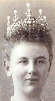 Wurttemberg Ornate Pearl Tiara(Netherlands) worn by Queen Wilhelmina. Can be worn 4 ways...