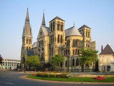 The Notre-Dame-en-Vaux church in Châlons-en-Champagne, France Champagne France, Champagne Region, Luxembourg, Architecture Religieuse, Romanesque Architecture, Ardennes, Excursion, Cathedral Church, Chapelle