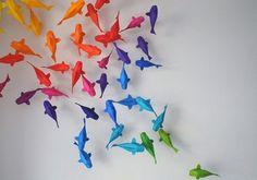nog een schitterend idee voor Mila's plafond vol hangertjes en deco: koi vissen, maar dan anders :)