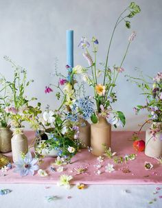 Flower Power - Three of the best floral artistry books for spring — Paper thin moon Ikebana, Flower Power, What Is Gardening, Martagon Lily, Bouquets, Small Glass Jars, May Flowers, Flowers Garden, Exotic Flowers