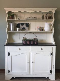 Freestanding kitchen ideas farmhouse buffet and hutch style decor . Antique Kitchen Cabinets, Kitchen Cabinet Storage, Rustic Cabinets, Kitchen Furniture, Rustic Hutch, Antique Hutch, Kitchen Rustic, Antique Art, Vintage Kitchen