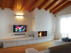 Caminetto Moderno A Parete Parzialmente Incassato Interior Design Living Room, Living Room Designs, Living Room Decor, Modern Fireplace, Fireplace Design, Fireplace Remodel, Living Room Inspiration, Apartment Design, Sweet Home