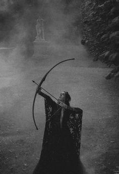 Elie Saab f/w 2012 - Oona Chaplin by Ruven Afanador for Yo Dona 2012 Narnia, Story Inspiration, Character Inspiration, Die Nebel Von Avalon, Fortes Fortuna Adiuvat, Mists Of Avalon, Elfa, Warrior Princess, Elven Princess