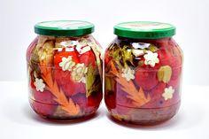 Gogosari umpluti cu struguri sau conopida, la otet Diy Cans, Fruits And Vegetables, Preserves, Pickles, Mason Jars, Canning, Food, Home Decor, Pantry