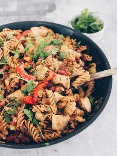 Pikant pasta med kylling og bacon Cook N, Danish Food, Recipes From Heaven, Beetroot, Italian Recipes, Danish Recipes, Pasta Salad, Food Inspiration, Healthy Snacks