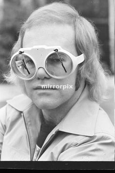 Elton John at his home at Virginia Water wearing his latest boots, 5 platform size. His glasses have window screen wipers. Pop Punk, Music Love, Good Music, Elton John Sunglasses, Elton Jon, Rocketman Movie, Space Hero, Captain Fantastic, Optometry
