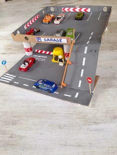 Pizza box toy garage :)