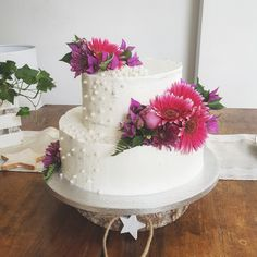 Naked cake and flowers