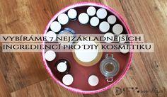 7 základních surovin na výrobu DIY kosmetiky, se kterými lze kouzlit Dog Bowls, Essential Oils, Skin Care, Cosmetics, Holiday Decor, Skincare, Skin Treatments, Drugstore Makeup, Essential Oil Blends