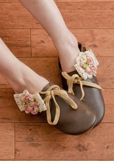 i know that heels are all the rage...but i love flat's with whimsy!