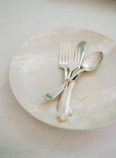 Do it yourself linen plates. Photography By / http://whiteloftstudio.com/