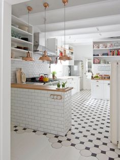 22 Beautiful Kitchen Flooring Ideas for Your New Kitchen - Discover our gallery of kitchen styles which will fit your design. Get motivated for your kitchen floor from our sensible rock and wooden flooring ideas. Kitchen Interior, New Kitchen, Kitchen Dining, Kitchen Decor, Kitchen Ideas, Kitchen Black, Kitchen Inspiration, White Tile Kitchen, Copper Kitchen
