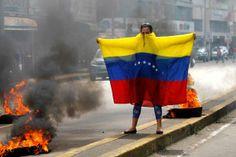 Protester in Venezuela. #sosvenezuela #prayforvenezuela #iamyourvoicevenezuela