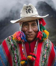 Machu Picchu, Inca Empire, Cusco Peru, Native American Tribes, Woman Drawing, People Of The World, Interesting Faces, Beach Trip, Beach Travel