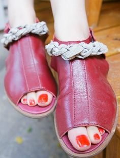 Red Vintage Leather Buckle Strap Peep Toe Flat Sandals