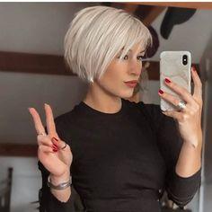 Short Thin Hair, Short Hair Styles Easy, Short Hair With Layers, Short Hair Cuts For Women, Hair Short Bobs, Short Stacked Hair, Chic Short Hair, Short Bob Styles, Bob Hairstyles For Fine Hair