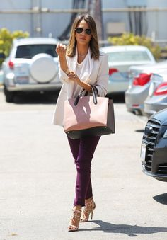 Jessica Alba Heads to the Office