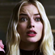 Your source for everything dedicated to the beautiful and talented Aussie actress Margot Robbie. Cabelo Margot Robbie, Margot Robbie Gif, Atriz Margot Robbie, Actress Margot Robbie, Margot Robbie Harley Quinn, Harley Y Joker, Harley Quinn Comic, Harley Quinn Cosplay, Harley Quinn Drawing