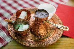 Café turco no es exactamente un tipo de café, como usted puede pensar, sino una manera de preparar y servir.