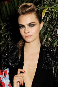 Only supermodel Cara Delevingne could pull off a quiff this tall. The Brit beauty looked absolutely stunning at the IFP & Calvin Klein Euphoria party with sparkling smoky eyes and a side-braided 'do. We can confirm: she's even more beautiful in the flesh. Pompadour Style, Pompadour Hairstyle, Mohawk Hairstyles For Women, Cute Hairstyles, Rock Chic, Cara Delevingne, Long Mohawk, Homecoming Hairstyles, Celebrity Beauty
