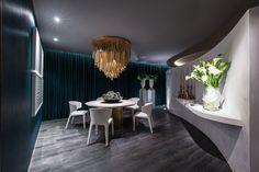 Ambiente de Roberto Migotto na MostraBlack 2015. Veja mais no site. #mostrablack2015 #oca #decor #luxo #revistainterarq #robertomigotto #blue #azul #wood #madeira #red #vermelho #erea #luxury foto: Bruno Conti