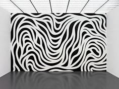 """""""La idea se convierte en una máquina que hace arte"""".Un artista camaleónico que se involucra, participa, define y redefine muchas corrientes artísticas. Normalmente se le relaciona con el minimalismo, con el arte conceptual y las instalaciones. Un pilar indiscutible del arte contemporáneo, que independientemente de la etiqueta que se le ponga, es necesario conocer su […]"""