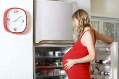 Keine Salami, kein Tiramisu, keine abgepackten Salate: In der Schwangerschaft sind plötzlich einige Lebensmittel tabu. Ein strenger Speiseplan ist dennoch unnötig.