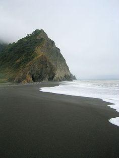 Black sand beach, Sinkyone State Wilderness, Lost Coast in Northern California