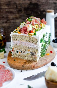 Ciabatta bread cake with antipasti cream and salami - Snacks herzhaft - hochzeitstorte Ciabatta, Celebration Chocolate, Celebration Cakes, Brunch, Cake Sandwich, Salami Sandwich, Easy Homemade Pasta Recipe, Spinach Benefits, Soup Appetizers