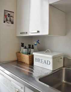 I love this bread box.  Now where do I get one.