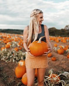 It's the Great Pumpkin Charlie Brown! It's the Great Pumpkin Charlie Brown! Great Pumpkin Charlie Brown, Cute Pumpkin, Pumpkin Spice, Fall Pictures, Fall Photos, Fall Pics, Picture Outfits, Picture Poses, Picture Ideas