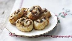 Make your life easier this Christmas and try this quick and delicious recipe - a great alternative to mince pies. Christmas Food Treats, Xmas Food, Christmas Cooking, Christmas Recipes, Christmas Deserts, Christmas Goodies, Holiday Treats, Christmas Decorations, Mince Meat