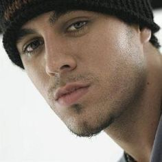 Enrique Iglesias seems like a cool celebrity who loves the attention from his fans. Enrique Iglesias, Jon Kortajarena, Maxi Iglesias, Famous Latinos, Antonio Vega, Beautiful Men, Beautiful People, Matthew Mcconaughey, Celebs