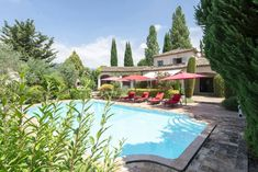A vendre à Saint-Paul de Vence : Villa avec 5 chambres, piscine et jardin paradisiaque. #immobilier #SaintPauldeVence #CotedAzurFrance
