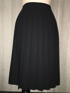 Liz Claiborne Classics Black Crepe Pleated Skirt size 6 #LizClaiborne #Pleated