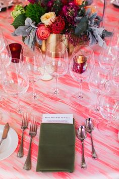 La Tavola Fine Linen Rental: Cyndi Melon with Nuovo Dark Olive Napkins | Photography: Texture Photo, Planning: ROQUE Events, Florals: Soulflower Design Studio, Rentals: All Occasion Party Rentals, Signage: Laura Lambrix Designs
