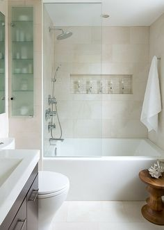 bäder-einrichten-badewanne - schmales fenster und glaswand | bad, Hause ideen
