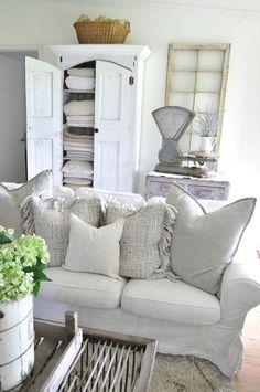 Epic 45+ Stunning Magnolia Homes Bedroom Design Ideas For Comfortable Sleep https://decoredo.com/12710-45-stunning-magnolia-homes-bedroom-design-ideas-for-comfortable-sleep/