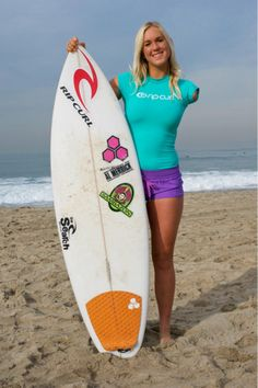 Bethany Hamilton, mijn voorbeeld als het gaat om surfen en is wie ze is als persoon :) zelfs nadat haar arm is afgebeten bij een aanval door een haai tijdens surfen ging ze alsnog door met surfen. She is amazing! (Ze is trouwens een christen en er is een film gemaakt over haar, heel cool. Soul Surfer. Watch it!!)