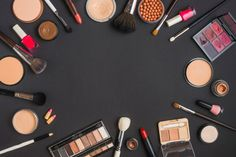Elevated view of cosmetic products forming circular frame on black background Photo Makeup Backgrounds, Makeup Wallpapers, Black Backgrounds, Backgrounds Free, Makeup Essentials For Beginners, Basic Makeup Kit, Oriflame Beauty Products, Makeup Products, Makeup Illustration