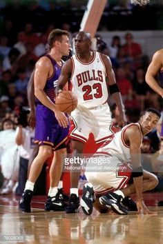 The GOAT and Pip in the finals against Phoenix in Chicago.