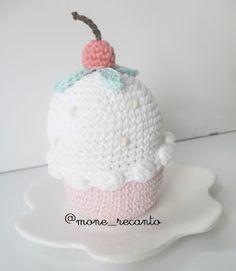 Fofura do dia: Cupcake Candy Amigurumi. Lá no Blog, você fica sabendo tudinho: www.recantodasborboletas-simoninha.blogspot.com.br  E na Lojinha, já esta disponível para encomenda: www.recanto.loja2.com.br  Simone Bitar: Cupcake Candy Amigurumi
